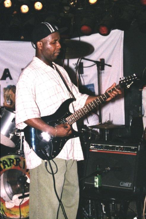 Guitarist (605K)